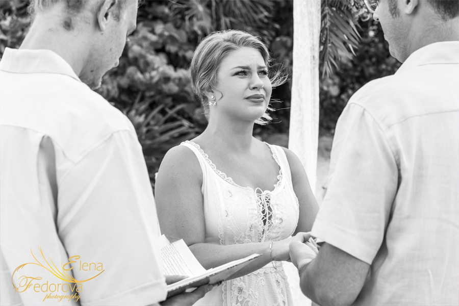bride crying wedding isla mujeres