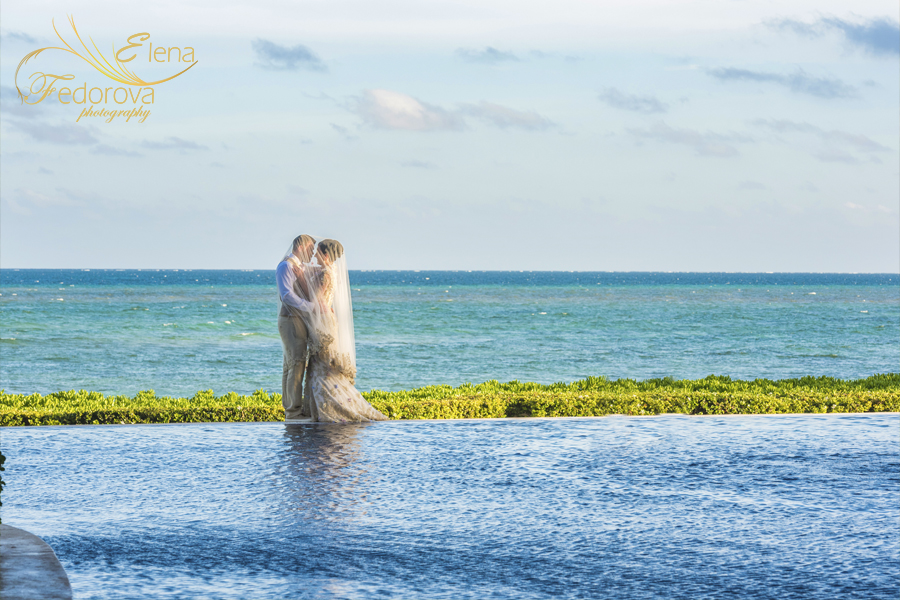 wedding photo near pool isla mujeres