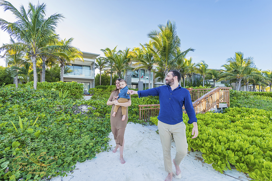 professional family photographer in isla mujeres