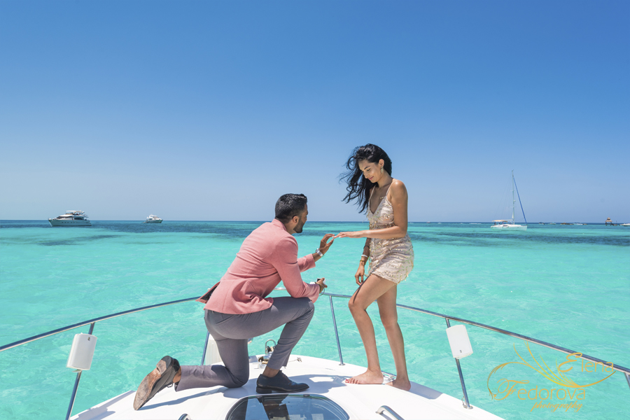 isla mujeres proposal yacht and photo shoot