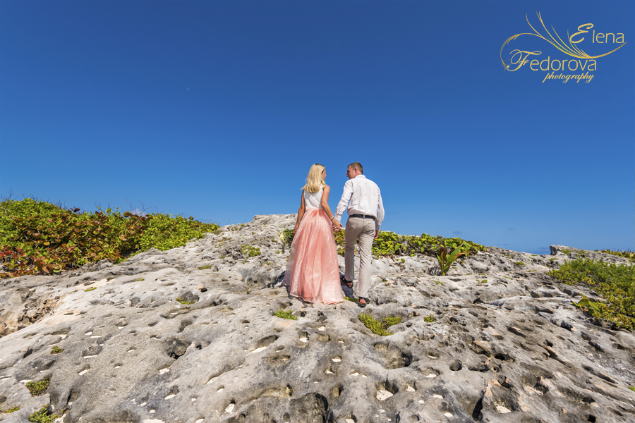 creative couple honeymoon photography Isla Mujeres
