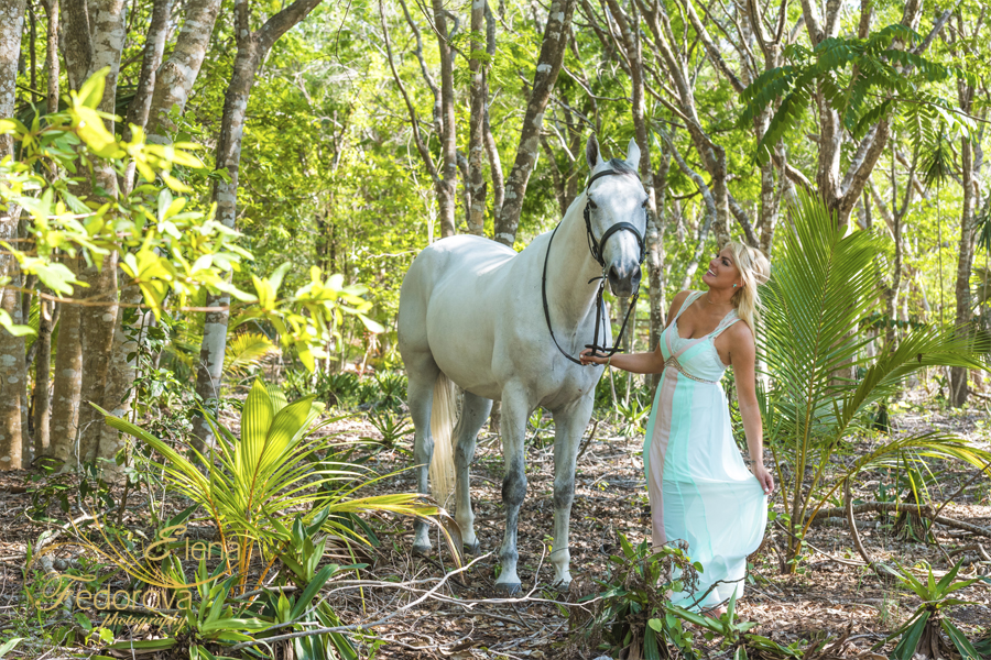 lady near horse photo isla mujeres